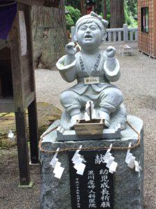泣き相撲石像2