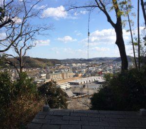 階段最上部から見た町の景色