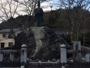 北畠顕家の像